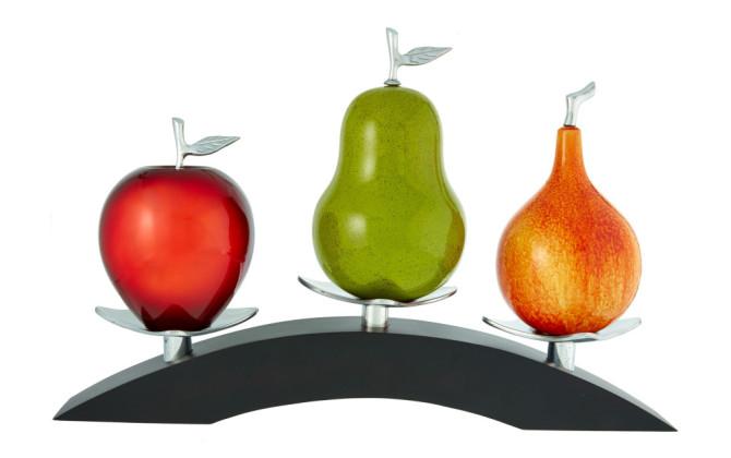 Apple red, Pear Green, Passion F. M. on triple bridge